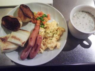 きょうの朝食/ スクランブルエッグとソーセージ