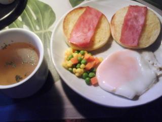 きょうの朝食/ イングリッシュマフィンにベーコン