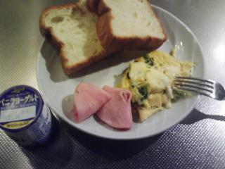 きょうの朝食/ チーズコーンオムレツ