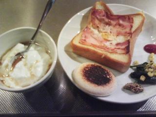 きょうの朝食/ ベーコンエッグトースト