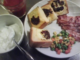 きょうの朝食/ コーンマヨトースト