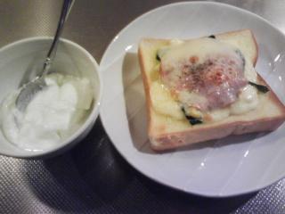 きょうの朝食/ ほうれん草とハムのトースト