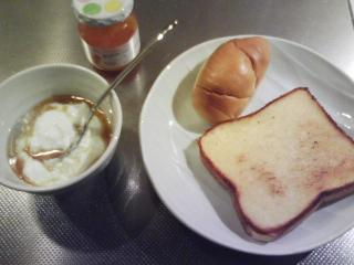 きょうの朝食/ トーストにアンズジャム